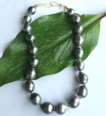 Pearls on Leaf